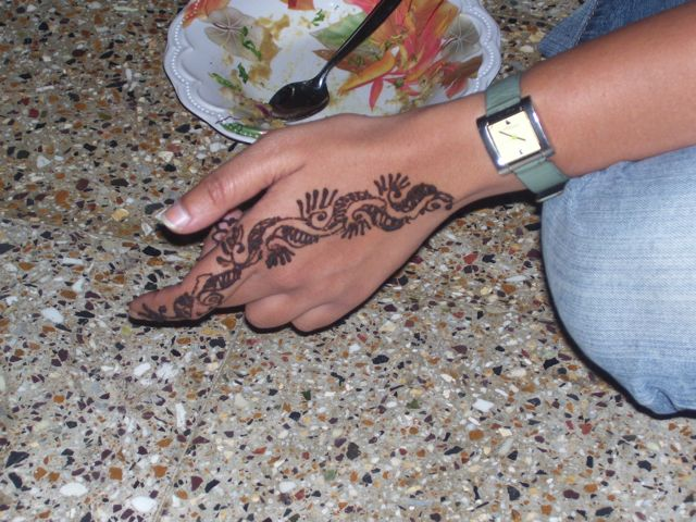 mehendi back of hand.jpg