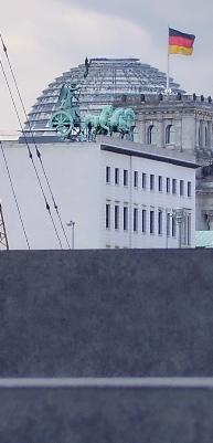StelaeTorReichstag.jpg